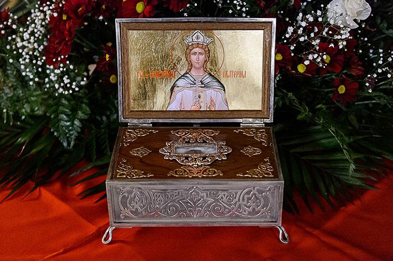 В день памяти великомученицы Екатерины Глава Митрополичьего округа совершил Литургию в Петропавловском храме Алма-Аты