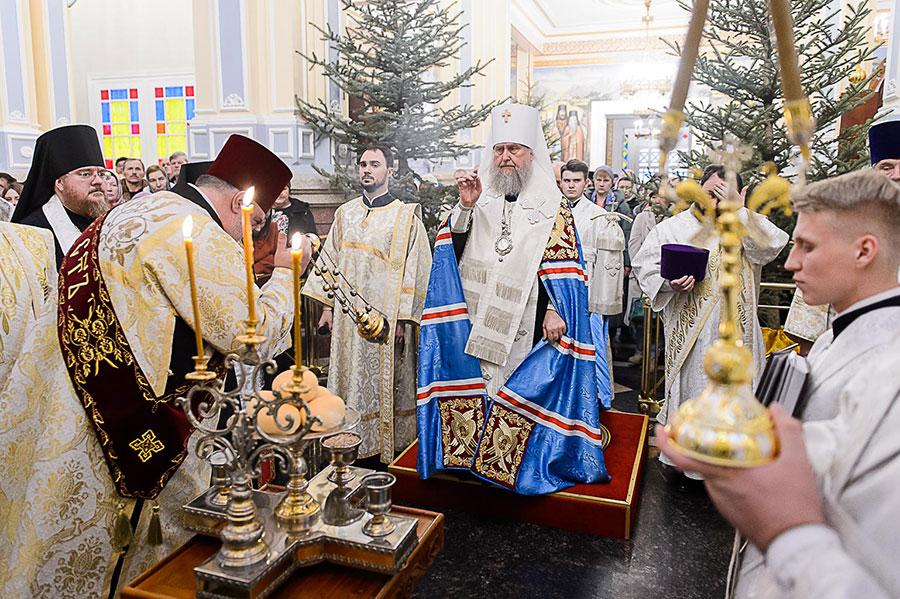 В канун праздника Рождества Христова Глава Православной Церкви Казахстана совершил всенощное бдение в Вознесенском кафедральном соборе Алма-Аты